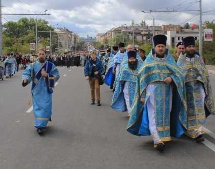 Более 10 тысяч паломников прошли Крестным ходом по Брянску
