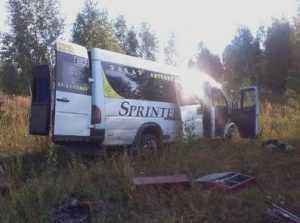 Под Калугой брянский микроавтобус попал под трактор – трое погибли