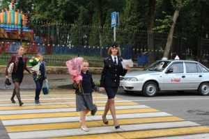 Брянская полиция обеспечила порядок в День знаний и провела уроки