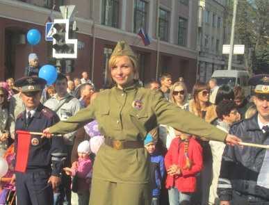 Парад поколений в Брянске: счастливые дети и грустные чиновники
