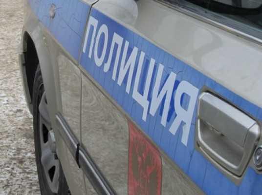 В Брянске владелица «Мазды» врезалась в столб и покалечилась