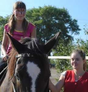 Воспитанникам брянского интерната подарили конную прогулку