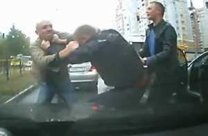 Брянские водители подрались прямо на дороге (видео)