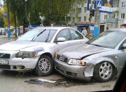 Автомобилистка устроила ДТП с участием трёх машин в Брянске (видео)