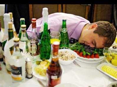 В брянском ночном клубе официант обокрал уснувшего посетителя