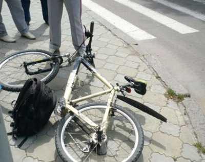 Брянец на легковушке сбил велосипедистку с ребёнком и скрылся