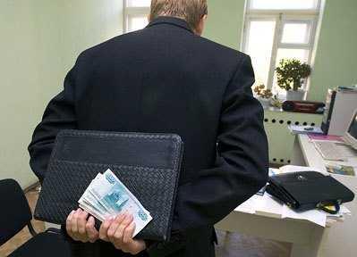 Брянский должник отправлен под суд за взятку судебному приставу