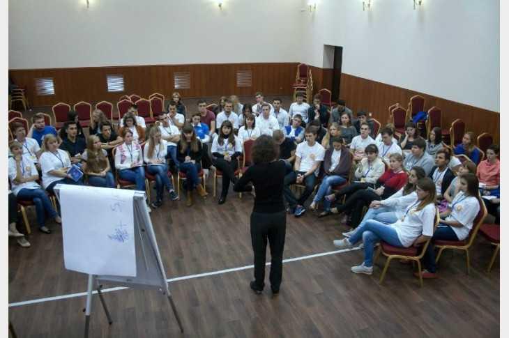 Брянские студентки поучаствовали в образовательном форуме
