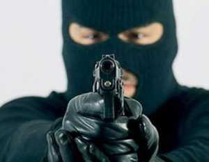 Полиция просит помочь найти преступников, ограбивших банк в Брянске
