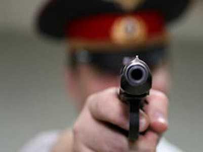 Полицейский подстрелил брянца, напавшего на него с ножом