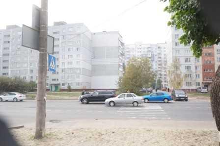 В Брянске под колеса «мерседеса» попала школьница