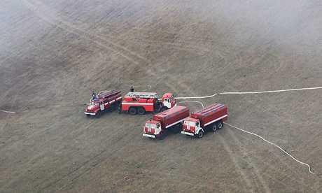 Спасатели обводнили горящие в Брянской области торфяники