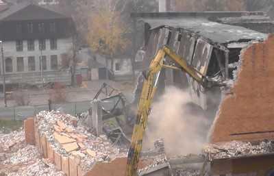 В Брянске снесли бывший кинотеатр «Россия» (видео)