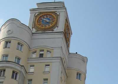 Главные часы Брянска переведут с опозданием
