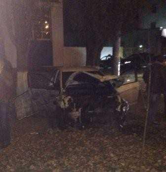 Ночью в Брянске пьяная автомобилистка сокрушила забор на Московском