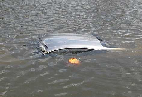 Брянский водитель утонул с автомобилем