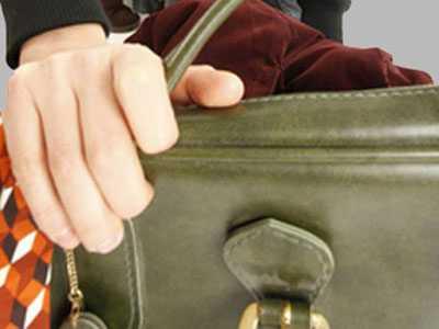 Вор похитил сумку у прихожанки брянского храма