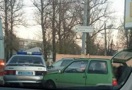 """""""Ока"""" поцеловала автомобиль брянской полиции"""