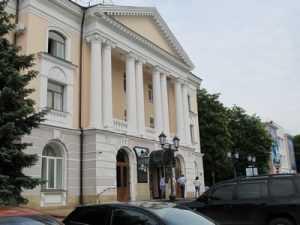 Хозяевам гостиницы «Чернигов» запретили рубить деревья в центре Брянска