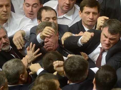 Украинские депутаты впали в нищету