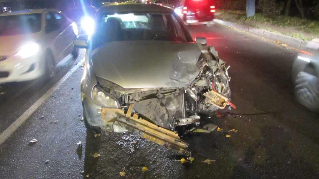 В Брянске водитель «Лады» сломал ногу в аварии