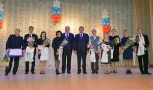 Брянские власти поздравили учителей с праздником
