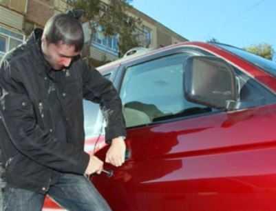 Студент брянского вуза угнал авто в Выгоничах