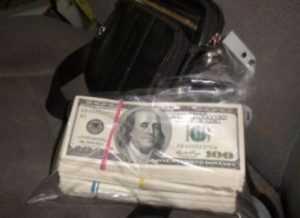 В брянском «Троебортном» задержали украинца с долларами