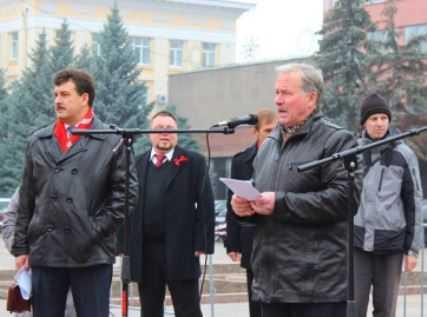 Брянские коммунисты отметили годовщину революции митингом