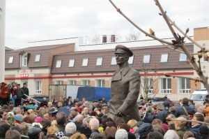 Автор памятника Гагарину будет судиться с брянскими властями