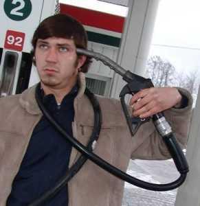 Цена бензина в 2015 году вырастет на 15 процентов