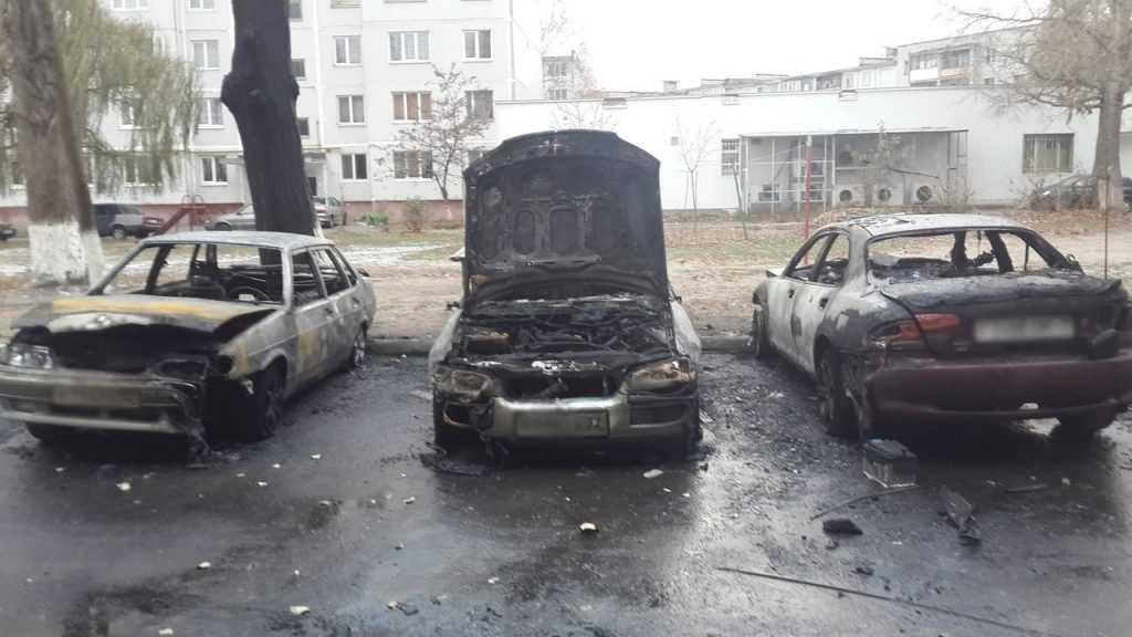 В Брянске сгорели три автомобиля