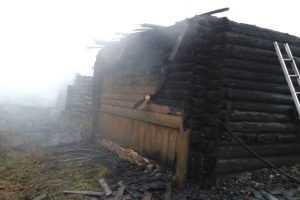 В  суражском селе сгорели дом и два сарая – пострадали люди