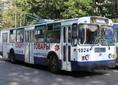 В Брянске троллейбус врезался в столб – пострадали три пассажира