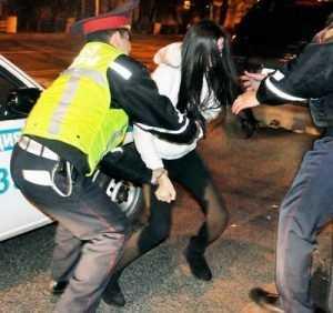 Осуждена девушка, ударившая брянского полицейского ногой в лицо