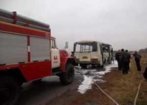 На трассе под Брянском загорелся рейсовый автобус