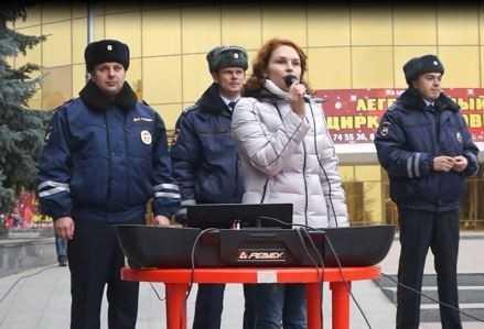 В Брянске на митинге-реквиеме вспомнили о жертвах ДТП