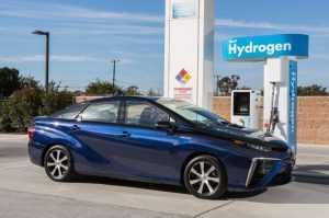 Япония начинает выпускать автомобили на водороде