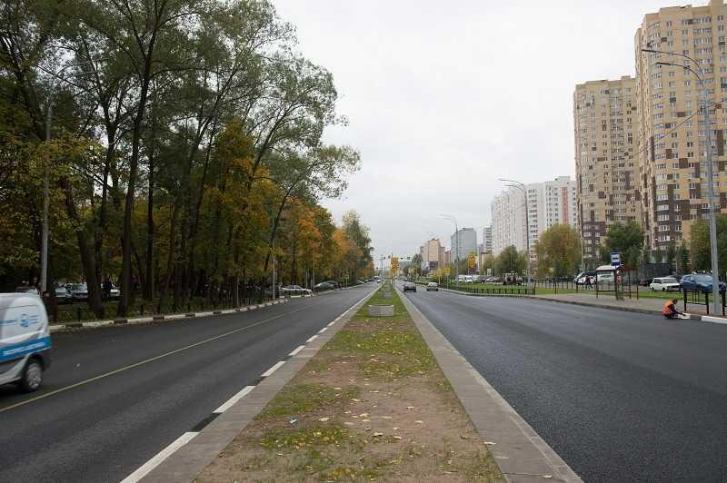 Из-за сухой погоды московские дороги усиленно пылесосят