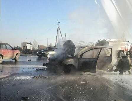 Под Брянском после столкновения сгорел автомобиль