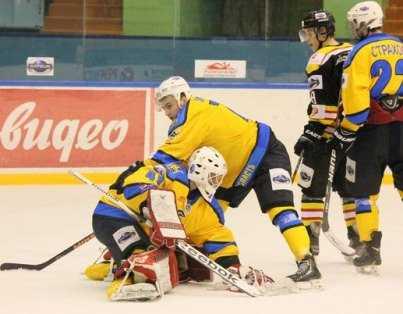 Хоккейный «Брянск» вырвал победу у «Кристалла» в серии буллитов