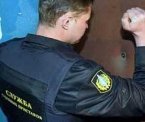 Брянский пристав задержал грабителя, избившего продавщицу
