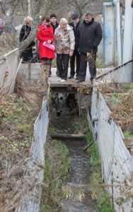 Жители брянских улиц  выпросили у депутатов водоотводы