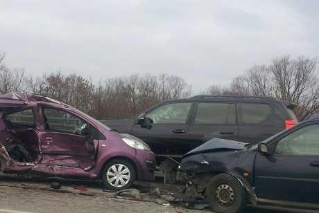 В Брянске на мосту столкнулись пять автомобилей