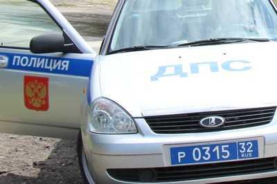 На брянской трассе под колесами «Мерседеса» погибла женщина
