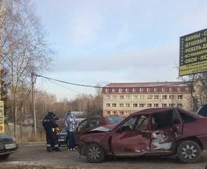 В Брянске у памятника болгарам столкнулись автомобили, ранены люди