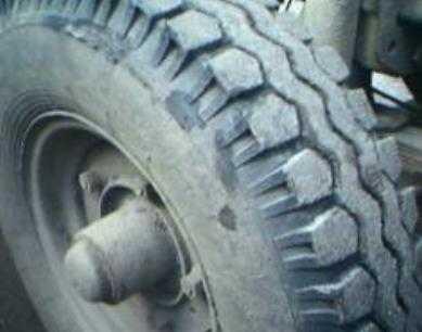 Под Брянском из-за заклинившего колеса столкнулись три иномарки