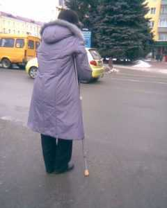 Власти Брянска дали слепым пластиковые «зебры» и растянули минуту