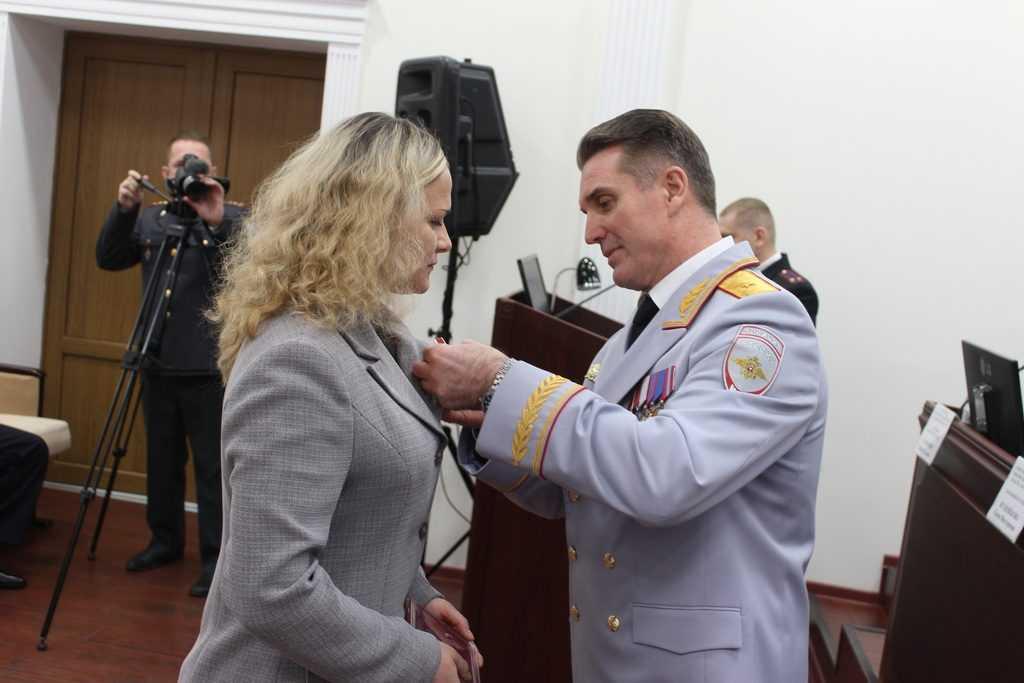 Храброй сотруднице брянской полиции вручен орден Мужества