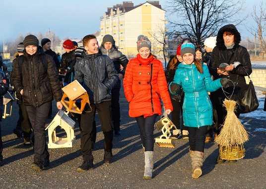 В «Брянском лесу» прошёл конкурс птичьих кормушек